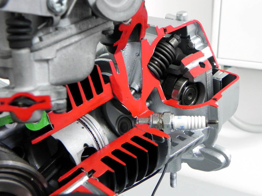 schnittmodell lehrmodell viertakt motor 4 takt 50ccm. Black Bedroom Furniture Sets. Home Design Ideas